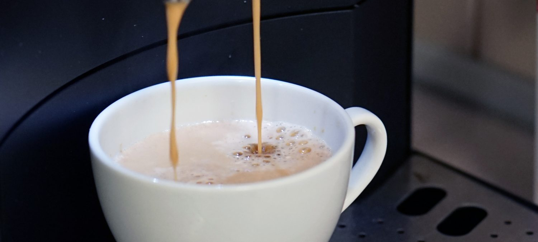 Kaffemaskin som lager kaffe